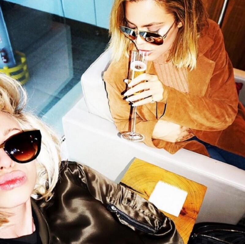 Con esta foto, Khloé se mostró tranquila incluso después del susto del aterrizaje forzoso en Nevada.