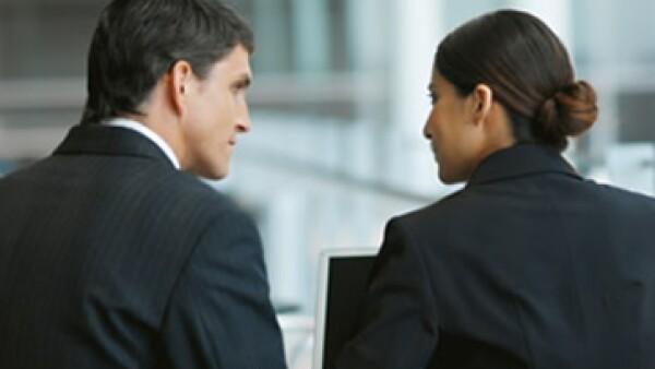 Los encuestados por la revista Expansión perciben más hombres que mujeres en cargos de dirección al interior de sus empresas. En contraste, ven más mujeres que hombres en cargos operativos. (Foto: Archivo)