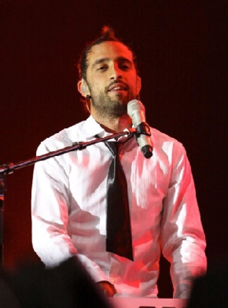 El integrante del grupo Camila explicó que escribir la canción 'Aléjate de mí´ fue un alivio, ya que ahora el público lo conocerá tal cual es, con aciertos y errores.