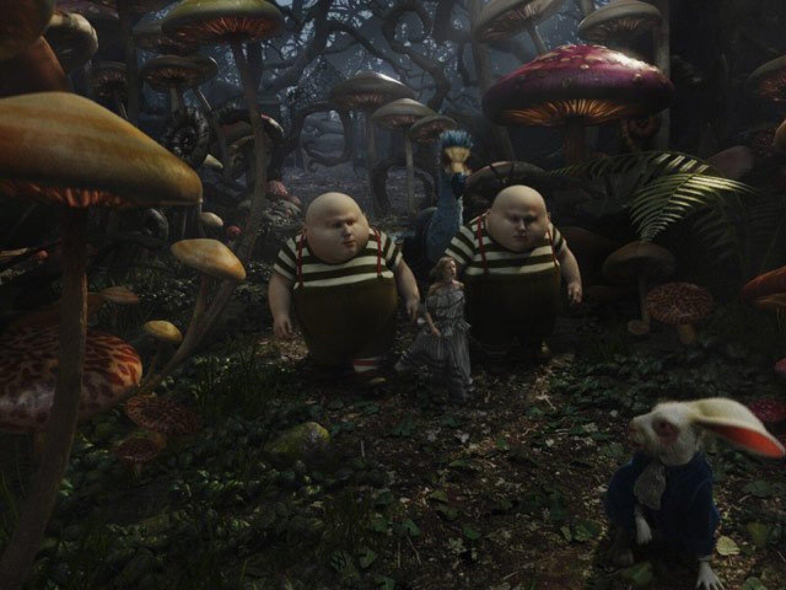 Tweedledee y Tweedledum son personajes clave en la cinta.