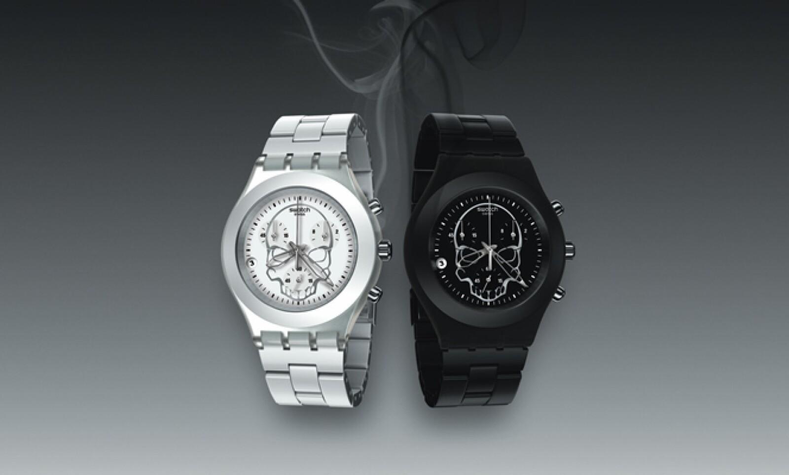 Este reloj está disponible en colores blanco y negro.