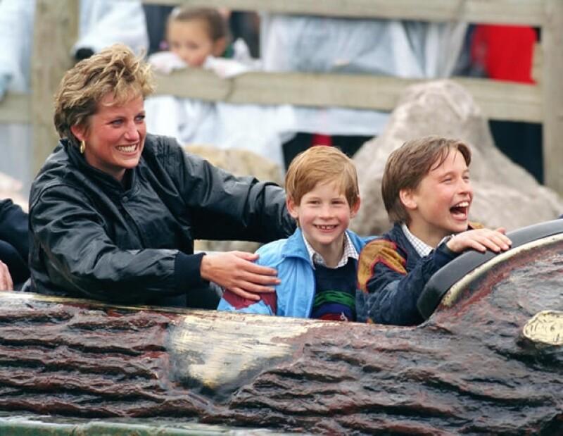 ¿De dónde vienen las dos abuelas del Príncipe de Cambridge, Carole Middleton y la fallecida Diana de Gales? Conoce más de su origen y educación.