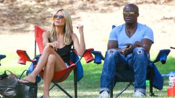 Después de dos años de haber interpuesto la demanda de divorcio en contra del cantante Seal, la supermodelo ya está divorciada ante la ley.