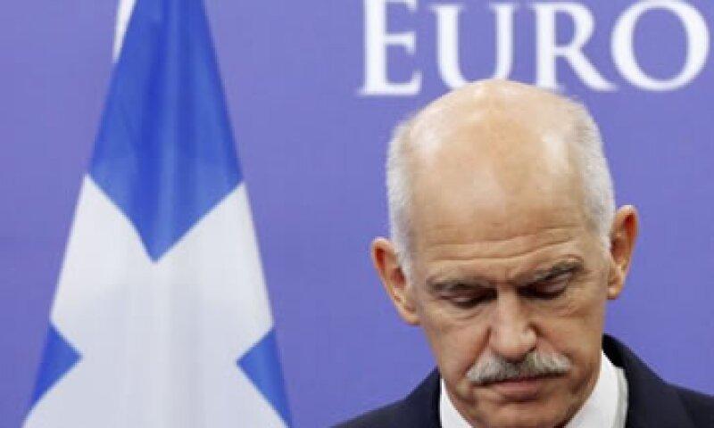 Papandreou sorprendió a los mercados con la decisión de someter el rescate griego a un referendo. (Foto: Reuters)