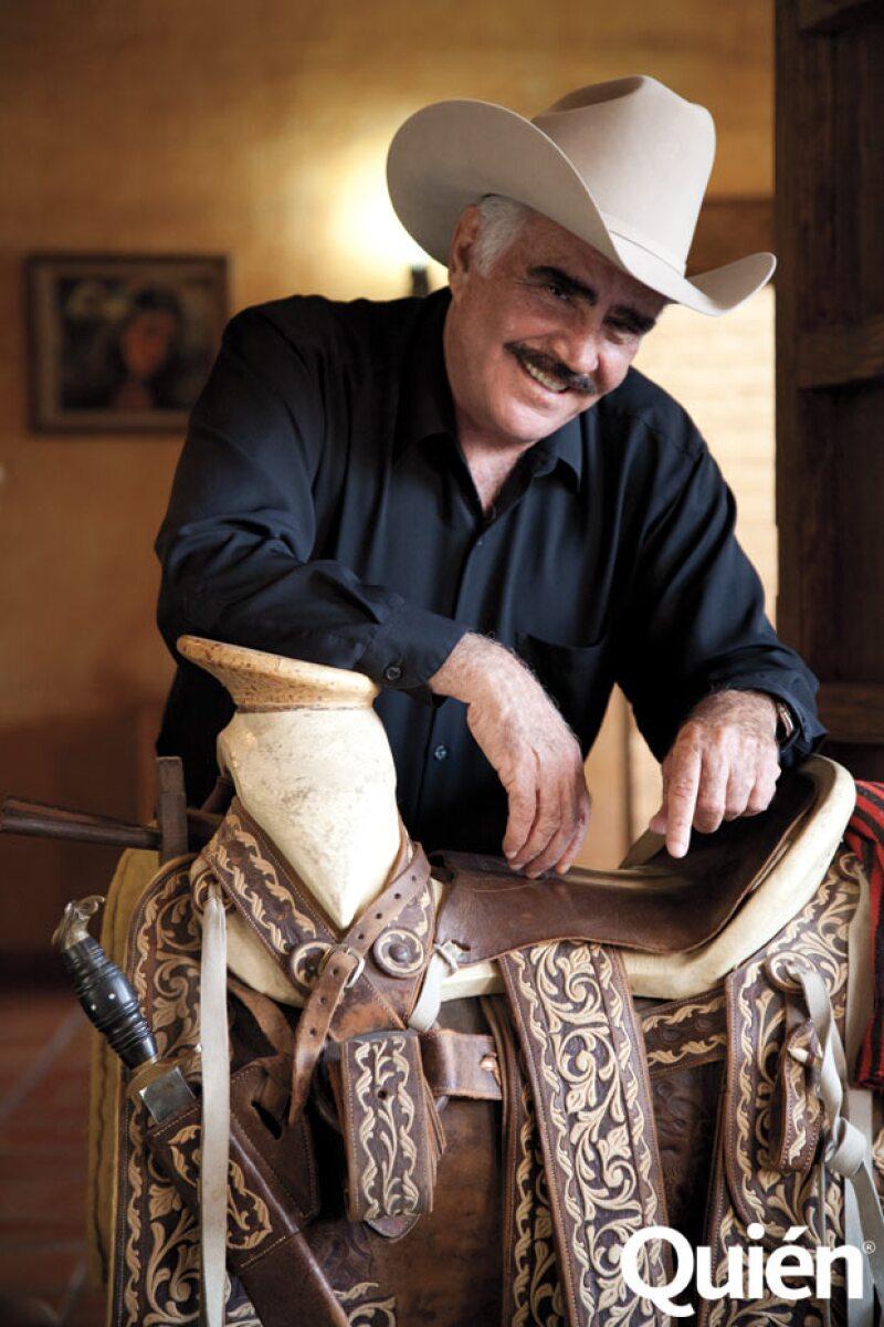 Vicente Fernández tiene 48 años de carrera profesional, pero vive de la cantada desde que tenía 20 años de edad.