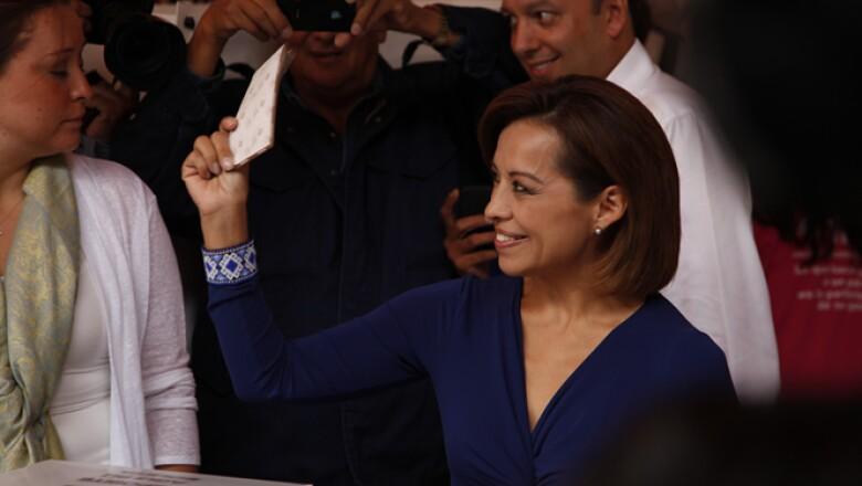 La abanderada panistaemitió su sufragio para la mañana de este domingo en la casilla 2004 ubicada en Bosques de Moctezuma 21, en el fraccionamiento La Herradura e invitó a los mexicanos a votar.
