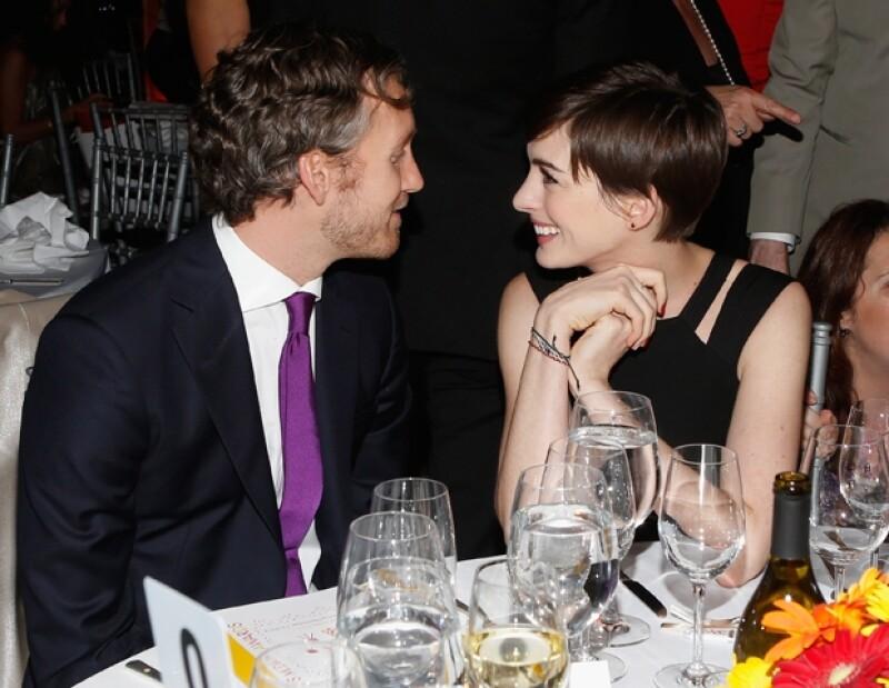 La actriz confiesa haberse portado terrible con su esposo, Adam Shulman, durante la filmación de su más reciente cinta, Los Miserables.