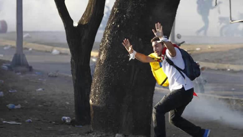 Las manifestaciones han dejado tres muertos, cientos de heridos y numerosos daños.