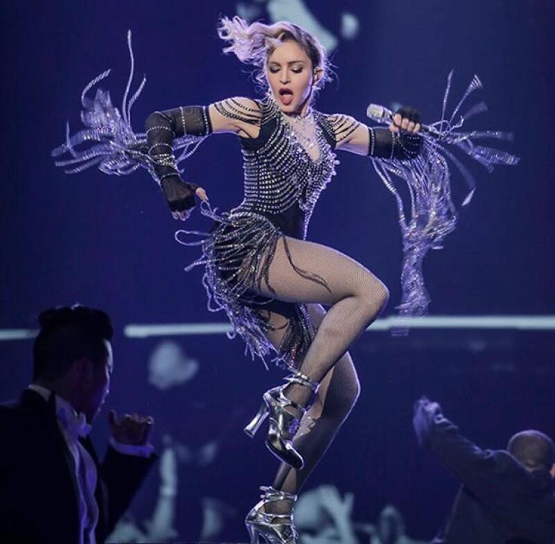 La cantante ha asegurado que nunca se subiría a un escenario borracha o drogada después de ser vista bebiendo tequila en un concierto en Australia.