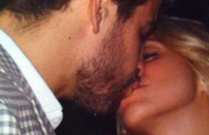 Por la deseada foto del beso entre Shakira y Piqué ofrecían cientos de euros. Finalmente apareció una en Twitter.