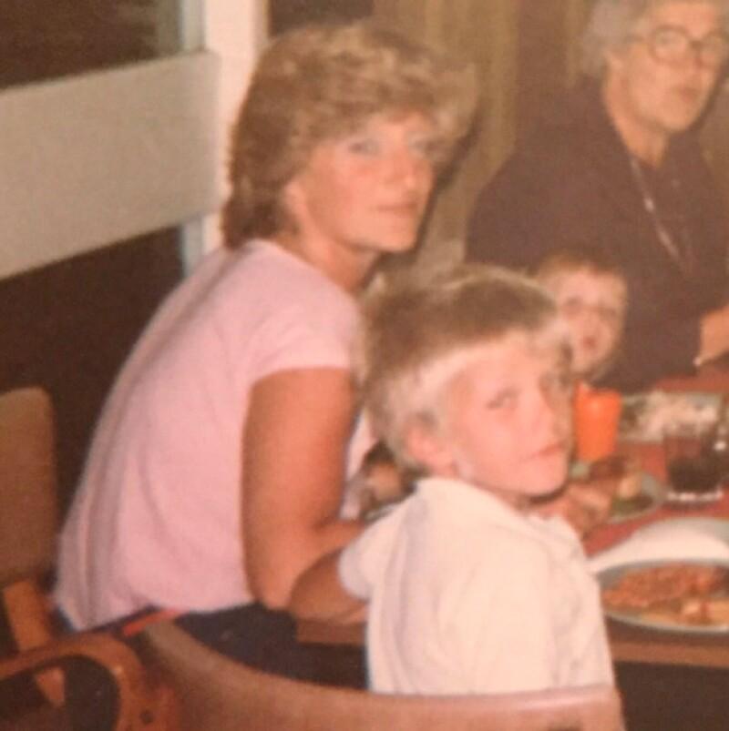 Finalmente David, además de felicitar a su esposa, también celebró a su madre, Sandra Beckham.