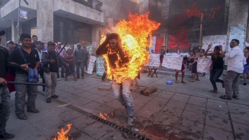 Agustín Gómez de 21 años como protesta por detención de tío
