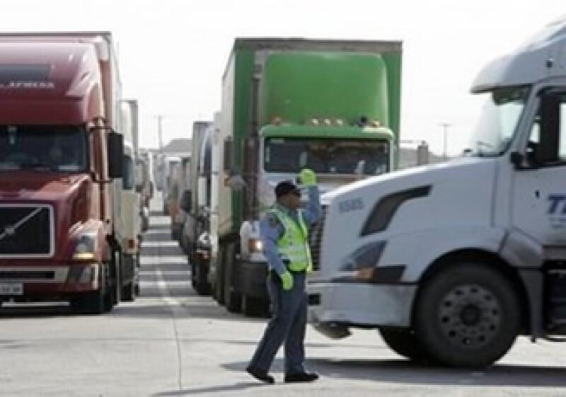 Los empresarios fronterizos temen que la revisión en las aduanas genere un tráfico vehicular que hoy no existe.  (Foto: AP)