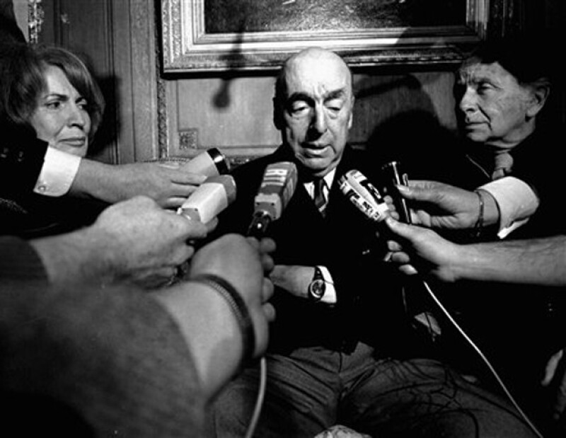 El destacado escritor chileno recibió el Premio Nobel de Literatura, dos años antes de morir.