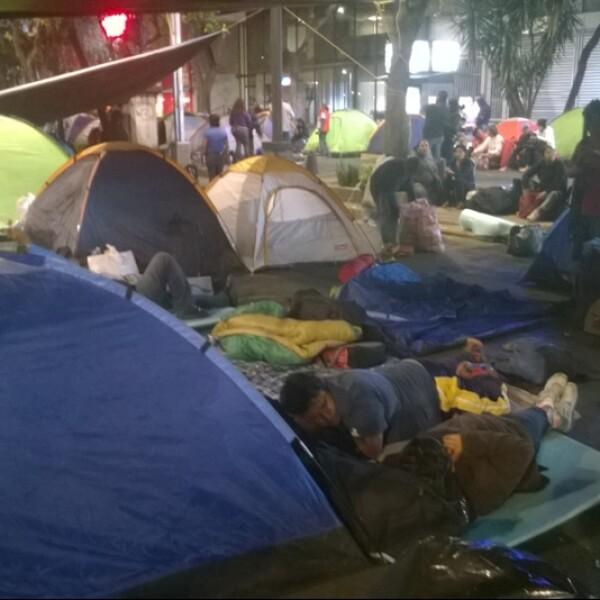 El grupo de profesores instaló casas de campaña en una lateral de la Avenida Reforma este lunes