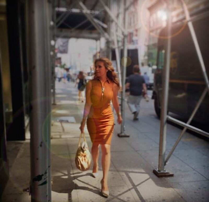 La mexicana derrochó estilo por calles de NY cuando se dirigía al trabajo.