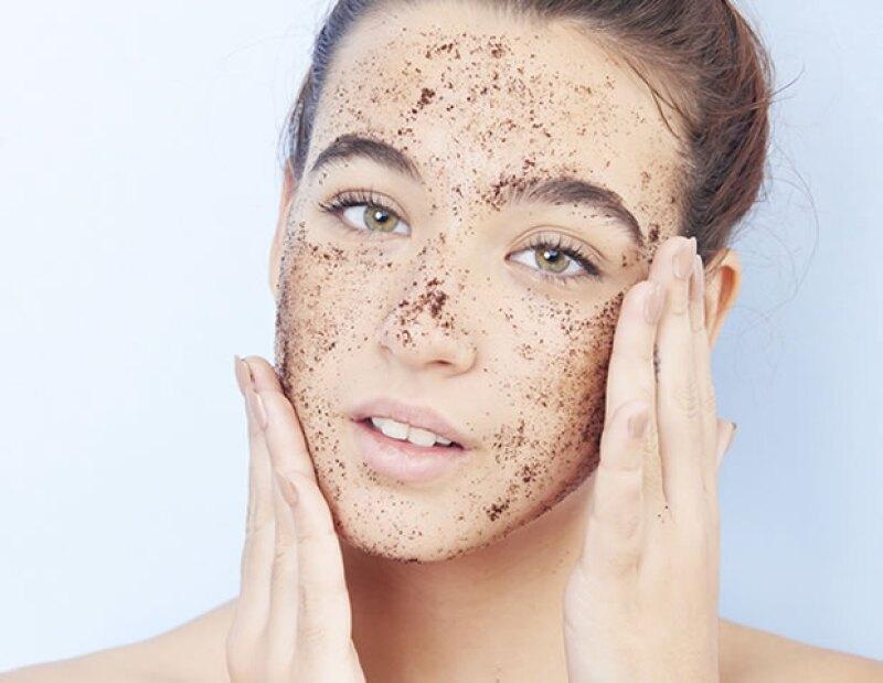 Exfoliarse es muy importante para mantener la salud de la piel. Hazlo de una a dos veces por semana.