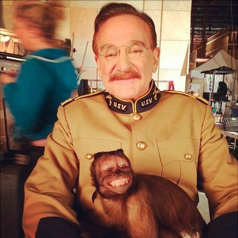 Robin Williams se fotografió con Crystal en 2013 durante el rodaje de Una Noche en el Museo 3.