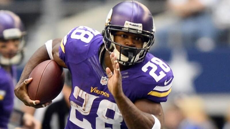 El corredor Adrian Peterson será reinstalado para jugar en la NFL este viernes tras ser suspendido por disciplinar a su hijo