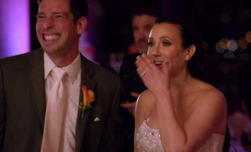 La reacción de esta pareja de verdad parece espontánea y verídica.