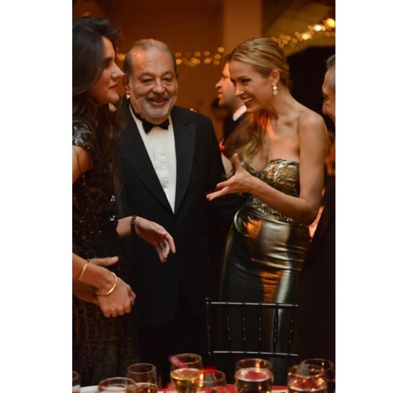 El empresario asistió a un evento benéfico donde acompañó a la modelo con quien lleva una buena amistad; entre los invitados también estuvo Marc Anthony.