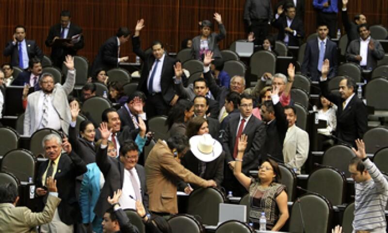 El diputado perredista, Fernando Zárate, pedirá que se investiguen a los involucrados en el acuerdo entre Telmex y la Cámara de Diputados.  (Foto: Notimex)
