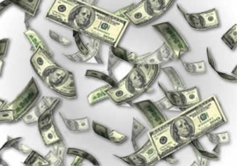 El 25 de mayo de 2010 se anunció la limitación a depósitos en efectivo de dólares. (Foto: Especial)