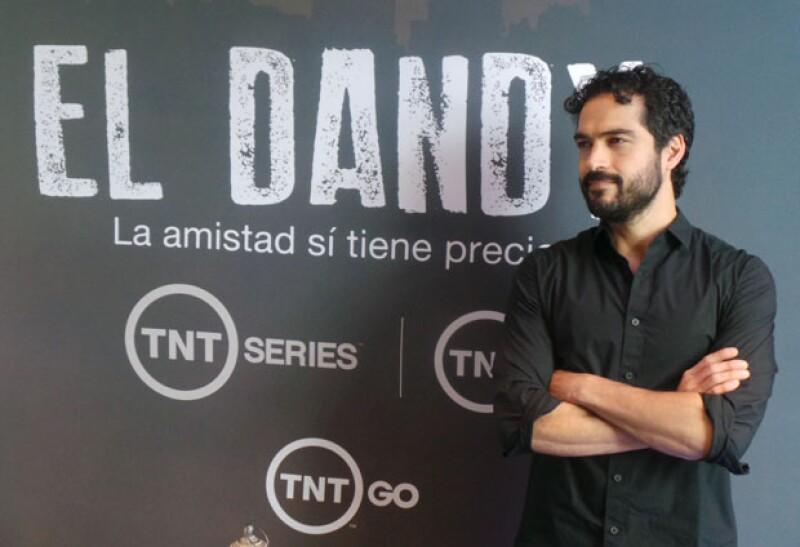 El actor regresa a la televisión con una importante serie que, desde el corazón de la Ciudad de México, lo muestra como un agente infiltrado. Damián Alcázar será uno de sus cómplices.