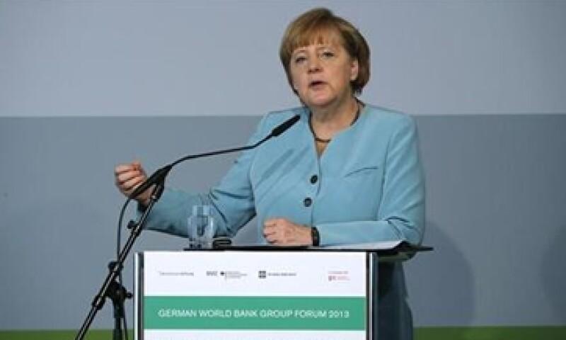 Merkel aseguró que el crecimiento y la consolidación del presupuesto no son contradictorios para enfrentar la crisis. (Foto: Reuters)