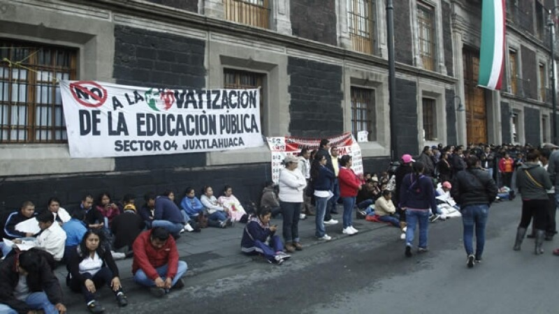 La CNTE protesta ante la SEP