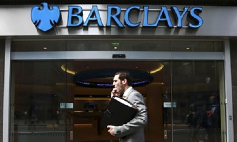 Barclays fue multado con alrededor de 453 mdd por manipular las tasas Libor y varios de sus directivos ya han renunciado. (Foto: Reuters)