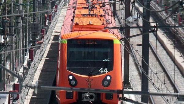 Tren de la l�nea 12 del metro