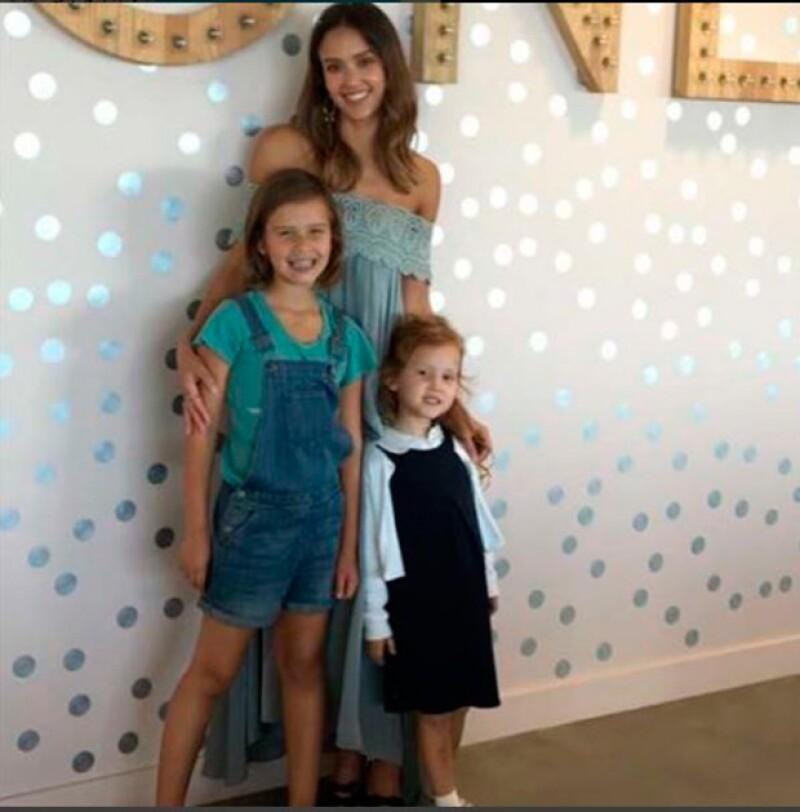 Jessica Alba junto a sus hijos Honor y Haven.