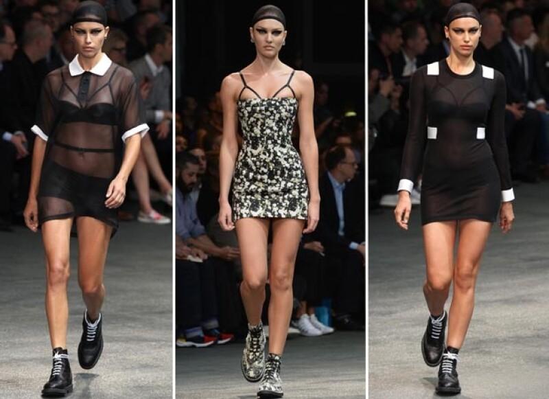 Aunque las modelos desfilaron para Givenchy en su versión menos femenina, no pudieron evitar ser el centro de todas las miradas por su gran belleza.