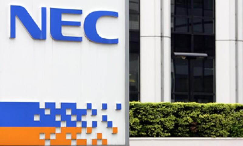 NEC aseguró que espera pérdidas netas por 1,300 mdd para el año fiscal 2012. (Foto: AP)