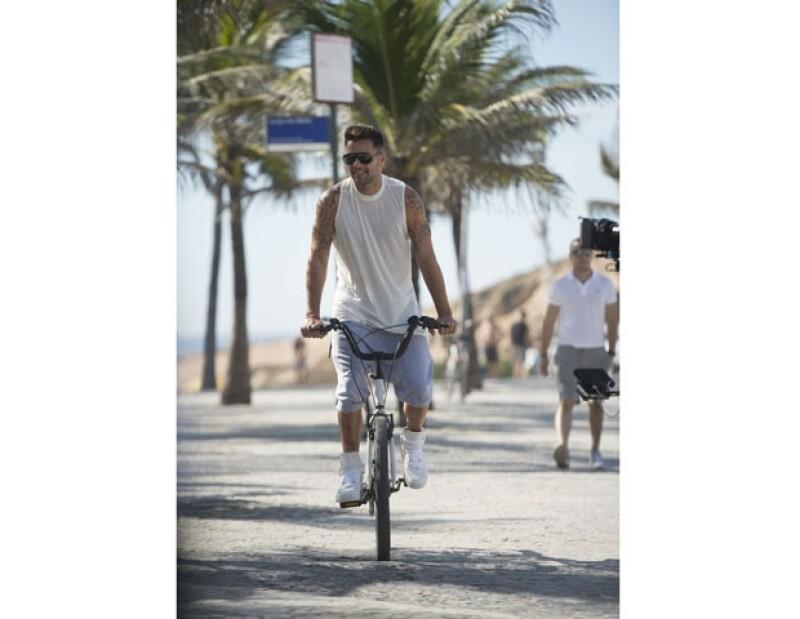 Ricky Martin paseó en bicicleta para algunas escenas del video.