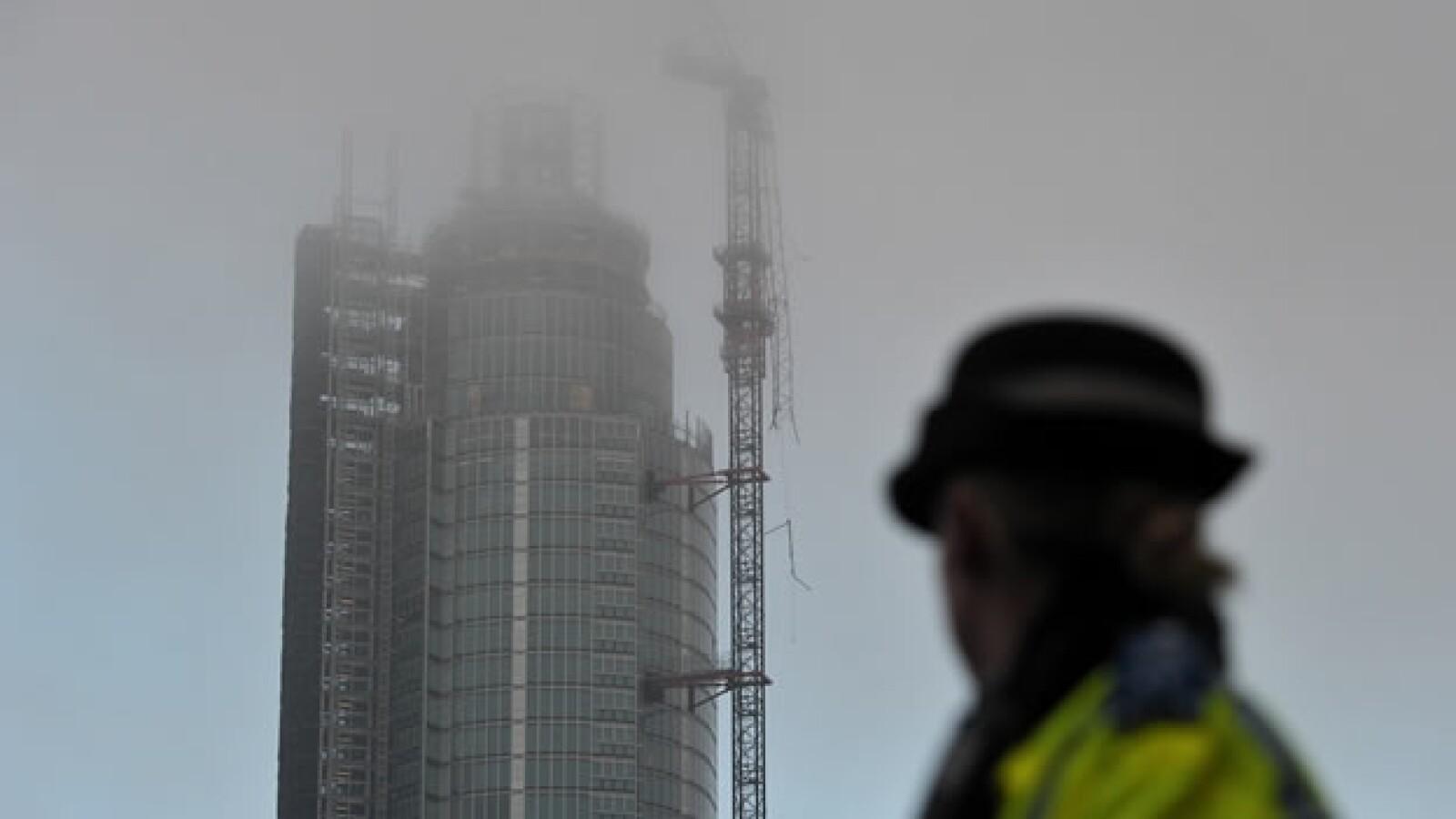 Un helicóptero cae en Londres tras accidentarse