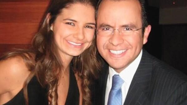 Alejandro Fernández y Karla Laveaga, Marcelo Ebrard y Rosalinda Bueso y Jorge Emilio González y María Couttolenc son parejas que demuestran que en el amor no importa la edad.