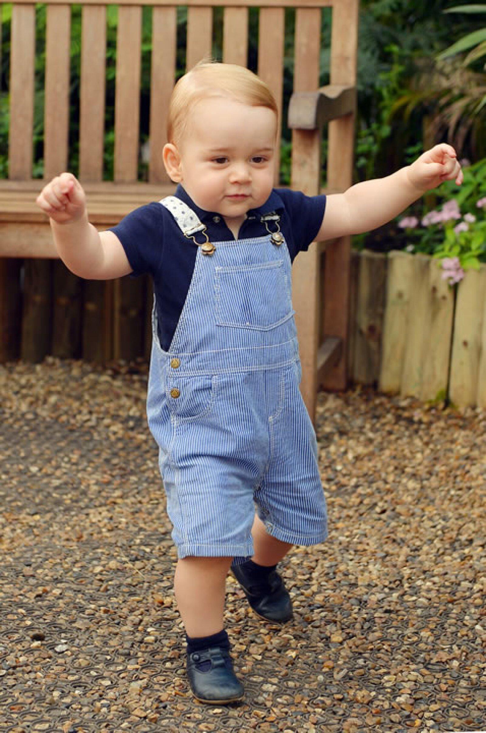 Con motivo de su primer cumpleaños se publicaron 3 fotos del príncipe, esta es una de ellas..