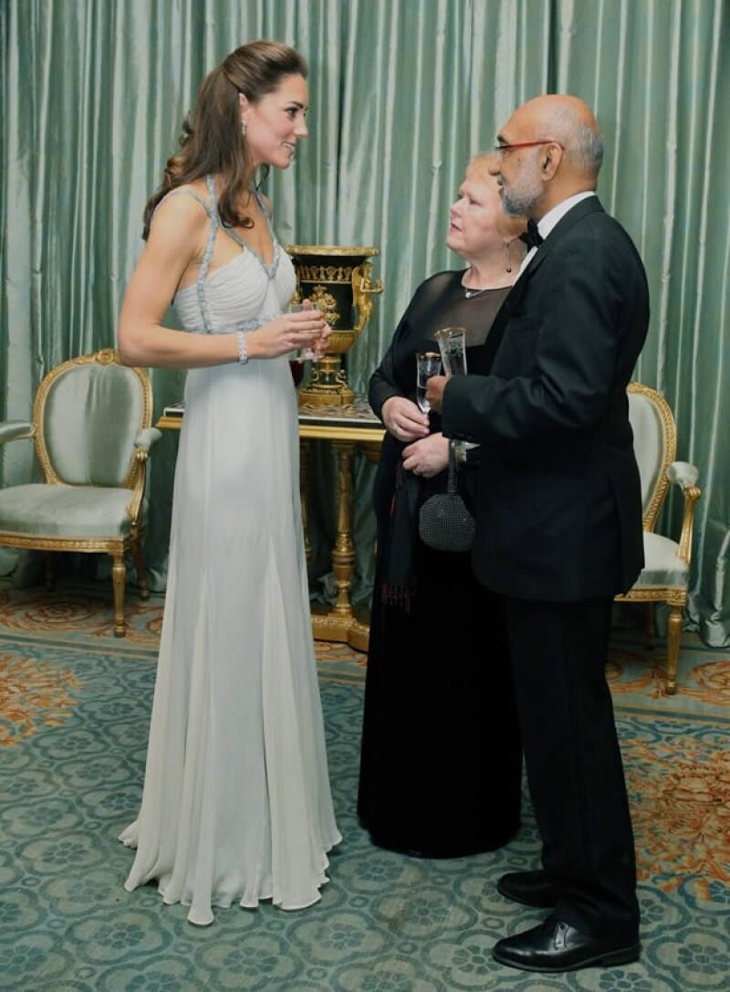 Amanda Wakeley diseñó el vestido que Kate usó durante la cena.