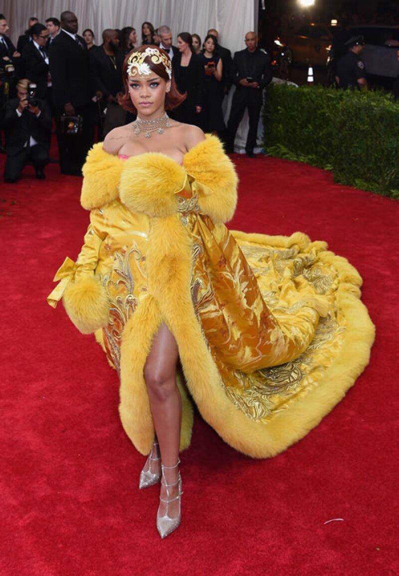 No es de extrañarse que la cantante cause controversia con sus atuendos últimamente, pero ¿qué hay detrás de este vestido tan comentado? Ella lo cuenta todo.