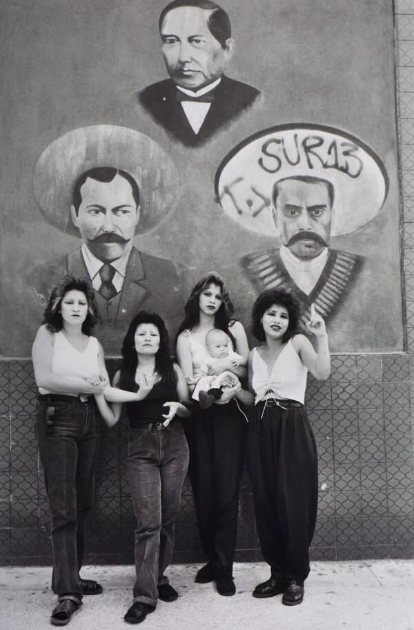 Cholas con héroes Juárez, Villa y Zapata.jpg