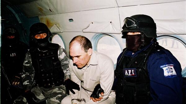 Aunque Osiel Cárdenas, exlíder del cártel del Golfo, fue capturado en 2003 por el Ejército Mexicano fue hasta 2005 que se concedió su extradición. La entrega del capo no se realizó de forma inmediata pues fue trasladado a EU el 19 de enero de 2007.
