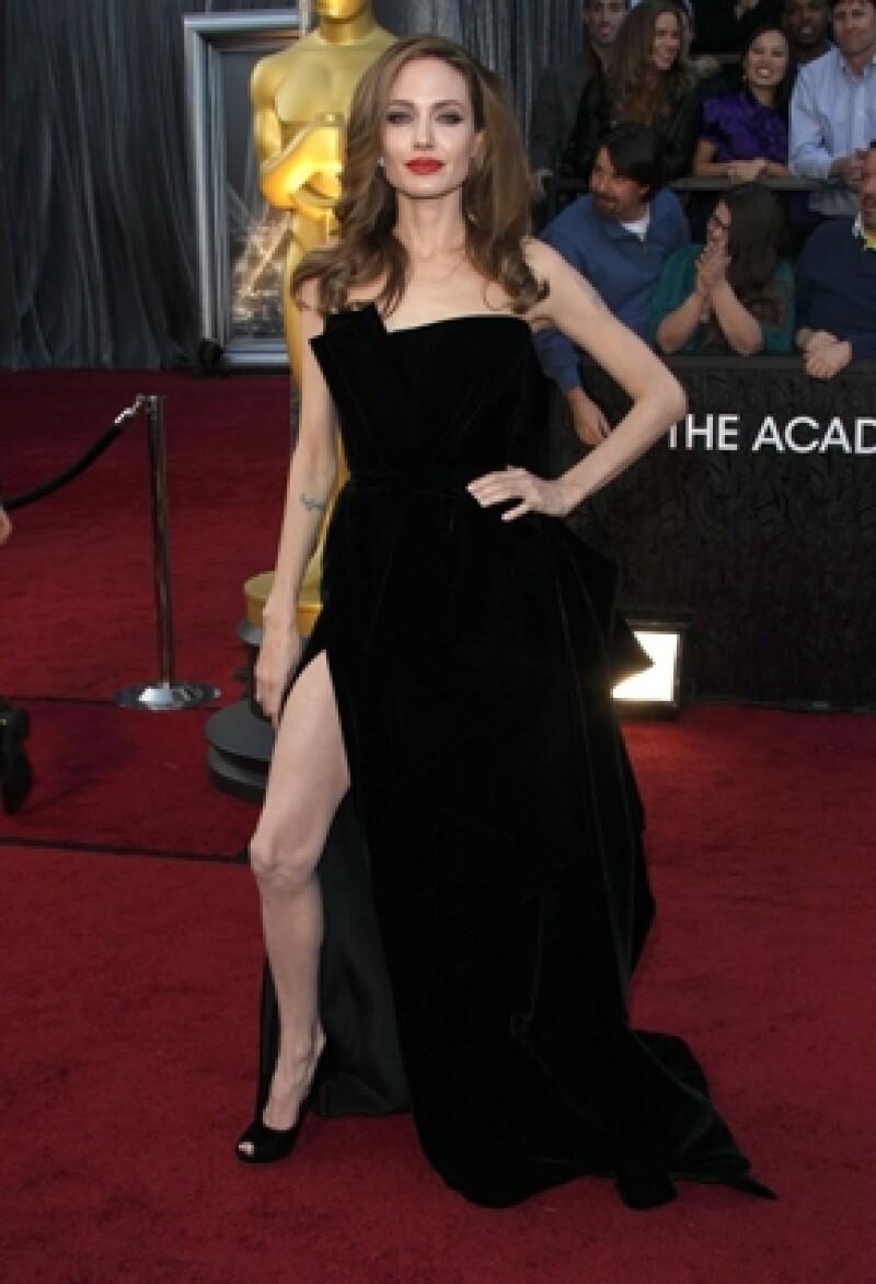 Angelina dio a conocer su opinión con respecto a la polémica, de que su pierna derecha se convirtiera en la protagonista de la noche de los Oscar.