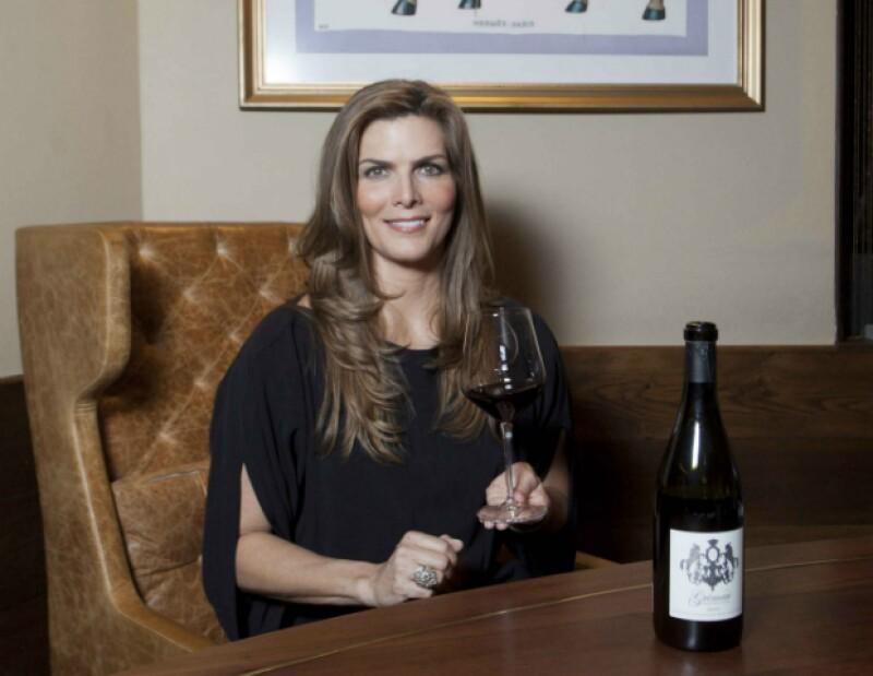 Aprende el arte del vino de la mano de Montserrat Oliver, quién nos dió los mejores tips para disfrutar un buen vino.