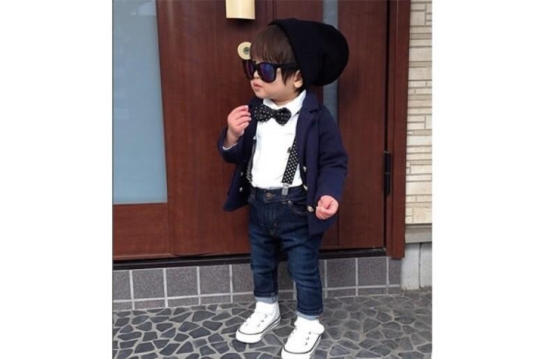 Su madre es una fashionista japonesa que desde que estaba embarazada enloqueció armando el guardarropa de su hijo. A su corta edad sólo ha repetido un par de jeans.
