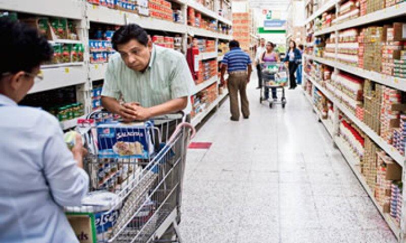 Walmart pudo adquirir productos importados, como juguetes y adornos de Navidad, a un tipo de cambio anterior a la devaluación del peso. (Foto: Alejandro Hernández Olvera)