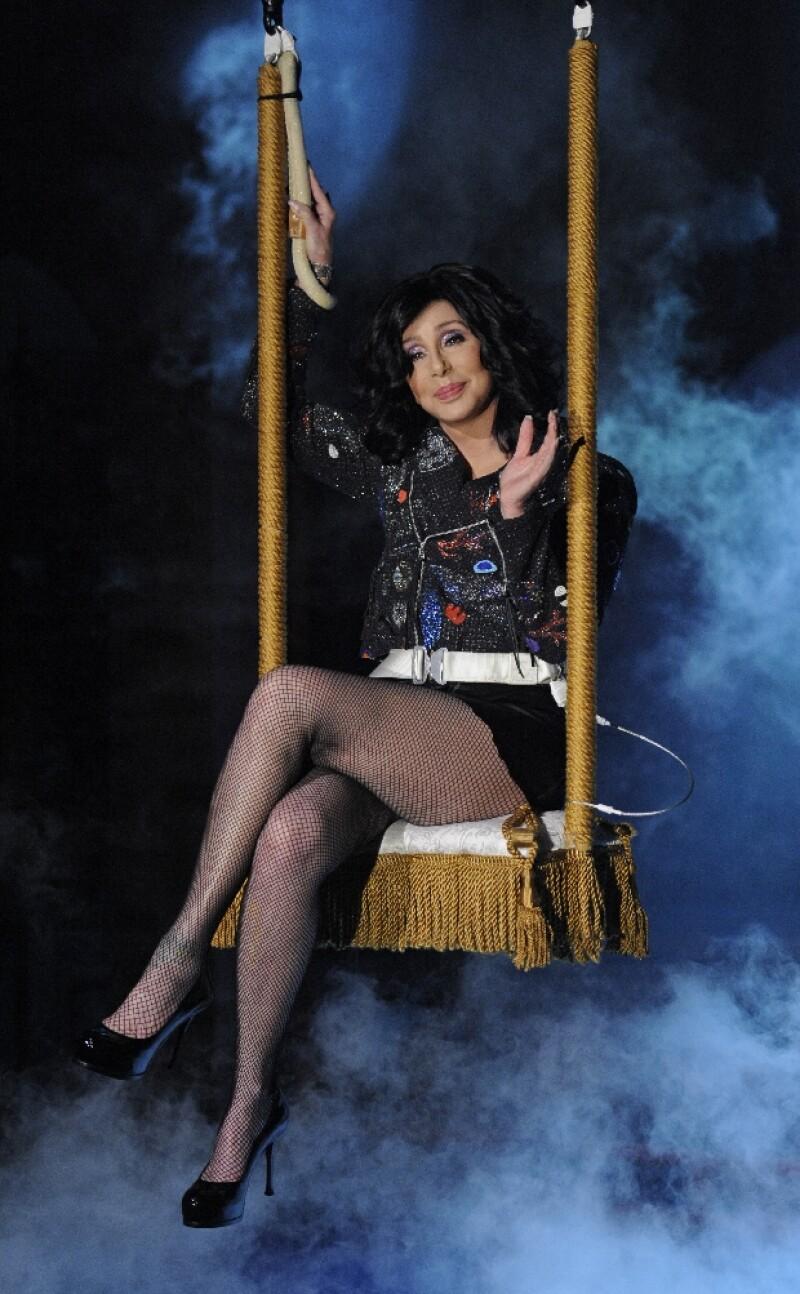 Cher sigue llevándose de maravilla con su fallecido ex esposo.