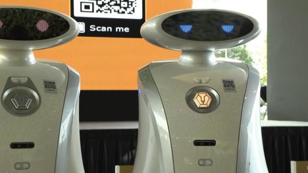 Estos robots de Singapur no solo limpian, también saben rapear