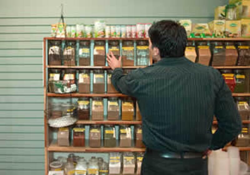 Negocia con los detallistas para obtener mejores puntos y estrategias de exhibición para tu mercancía. (Foto: Jupiter Images)